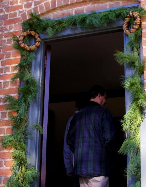 Williamsburg christmas garland